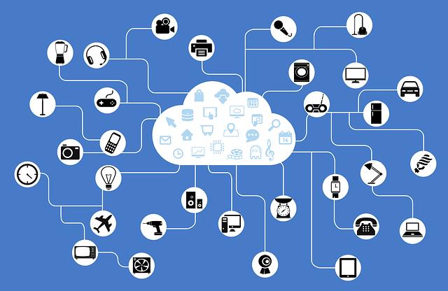 Foto de IOT o Internet of Things conectada a multiples opciones