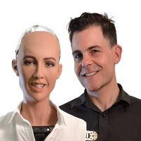 David Hanson es el creador del robot sophia y dueño de Hanson Robotics