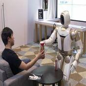 ROBOTS MAYORDOMOS PARA AYUDAR A LOS MAYORES Y ANCIANOS