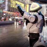 El robot Promobot informa del coronavirus en TImes Square