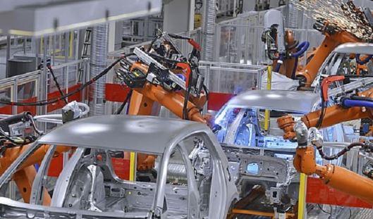 BMW hace un pedido a Kuka de 5000 robots industriales