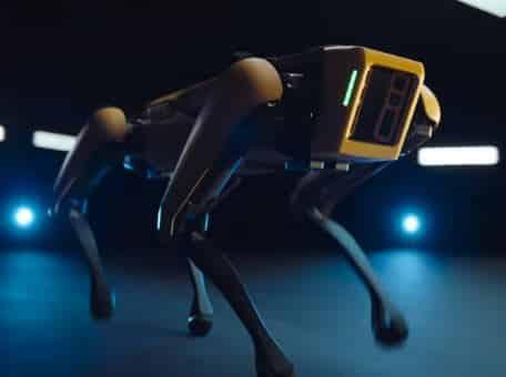 Robot Spot de Boston Dynamics sale a la venta