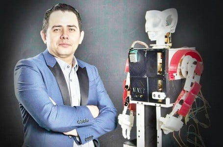 Ademir Bermudez profesor de robótica