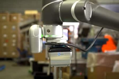 La pinza VGC10 de OnRobot aumenta la productividad de Designed Mouldings