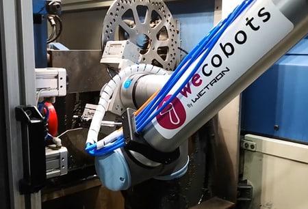 WECOBOTS innova en la alimentación de máquina con cobot de UR
