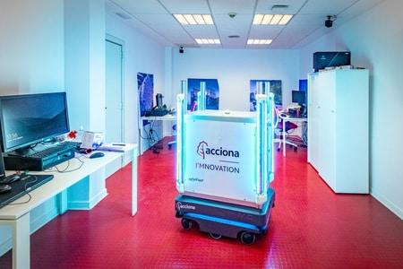 ACCIONA y Robotplus presentan SafeRBot, el robot de biodescontaminación