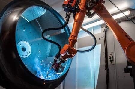 KUKA diseña una celda de soldadura robotizada para grandes piezas