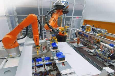 KUKA implanta su tecnología robotizada en una fábrica de baterías