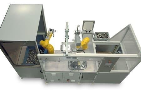 Robots industriales para coger tubos de contenedores